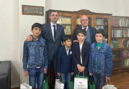 Посол доброй воли Абхазии Гудиса Агрба провел экскурсию для детей по Национальной библиотеке им. И.Г.Папаскир.